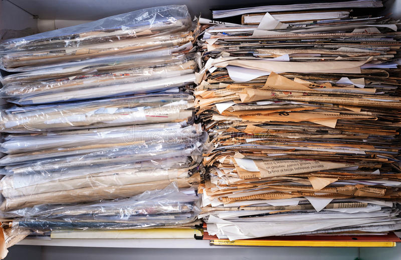 Pile des documents photos stock