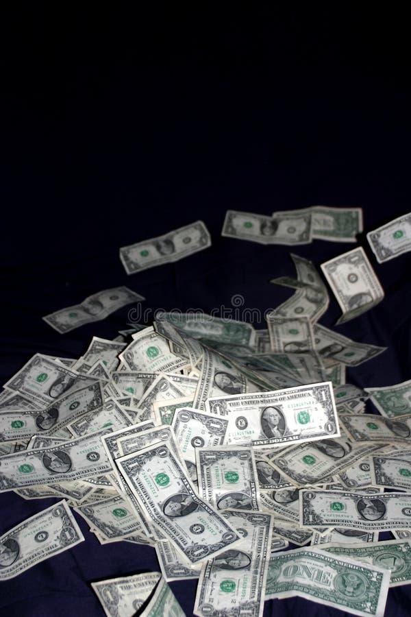 Pile des factures d'argent d'argent comptant images libres de droits