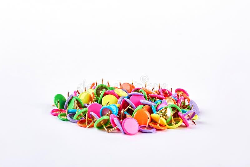 Pile des goupilles multicolores de poussée images stock