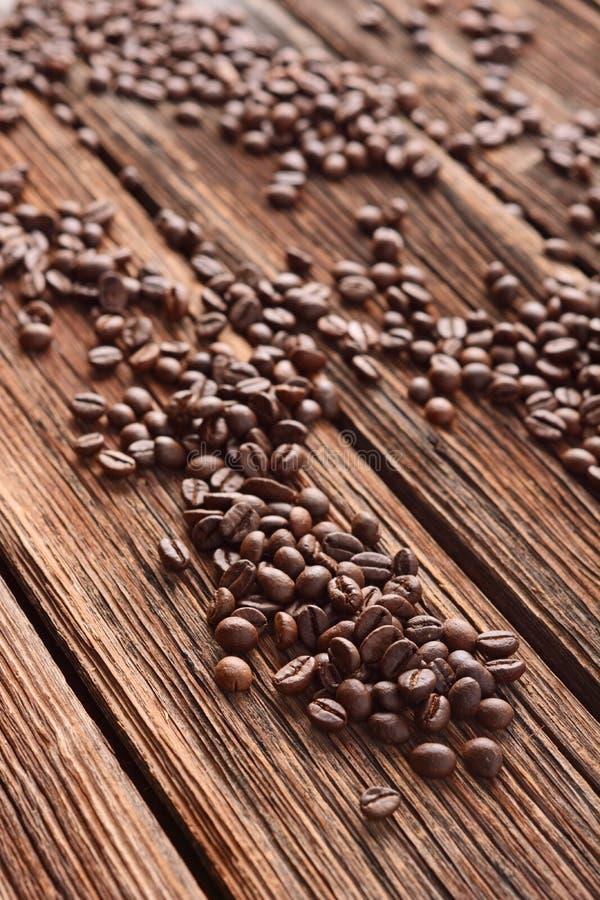 Pile des grains de café image stock