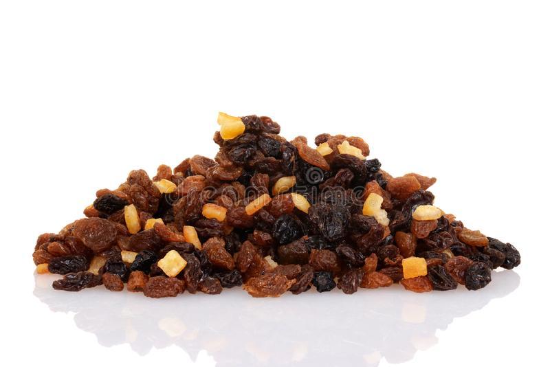 Pile des groseilles et des sultanines de raisins secs avec la peau glacée mélangée photographie stock
