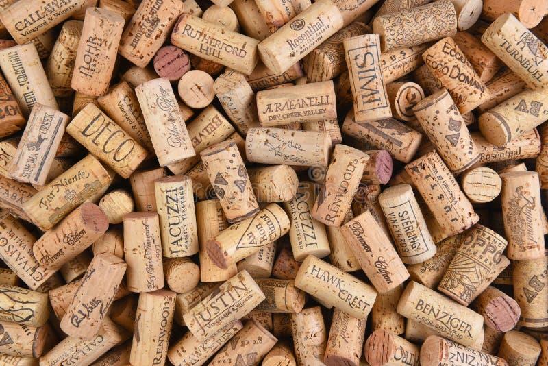 Pile des lièges spécifiques de vin de marque photo stock