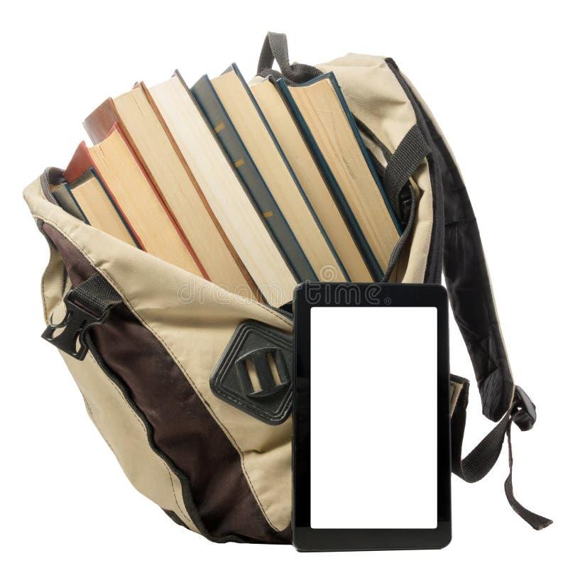 Pile des livres colorés et du lecteur électronique de livre Concept électronique de bibliothèque De nouveau à l'école Copiez l'es images stock