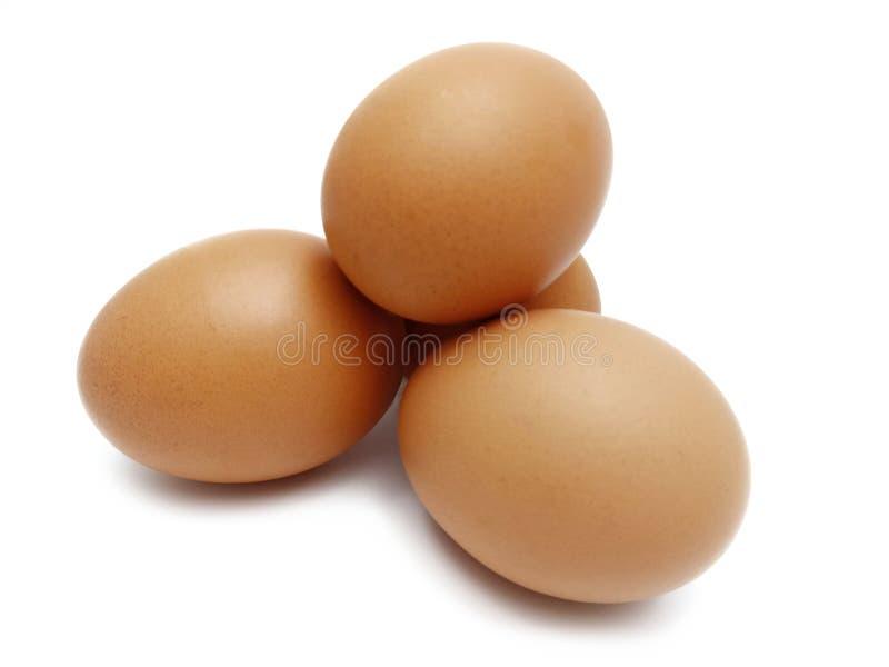 Pile des oeufs bruns frais crus de poulet images stock