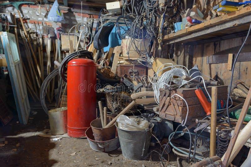 Pile des outils et des divers articles image stock