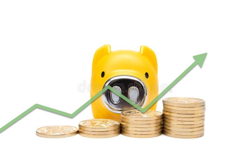 Pile des pièces de monnaie et de la tirelire images stock