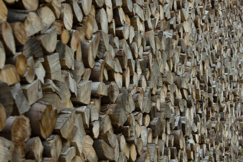 Pile des rondins en bois photos stock