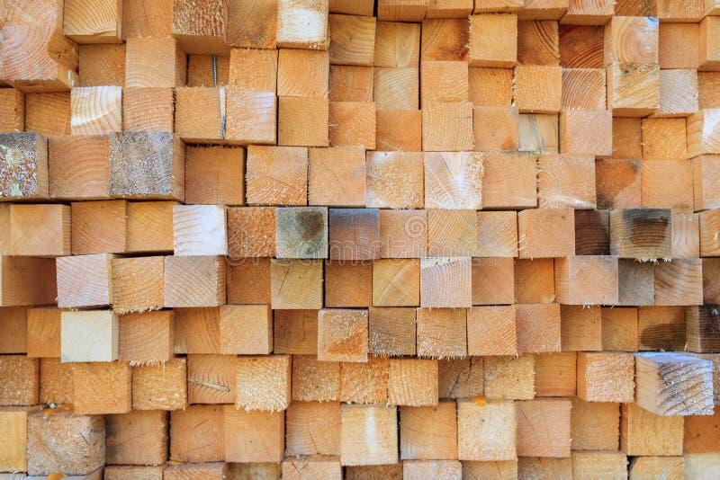 Pile des rondins en bois photographie stock