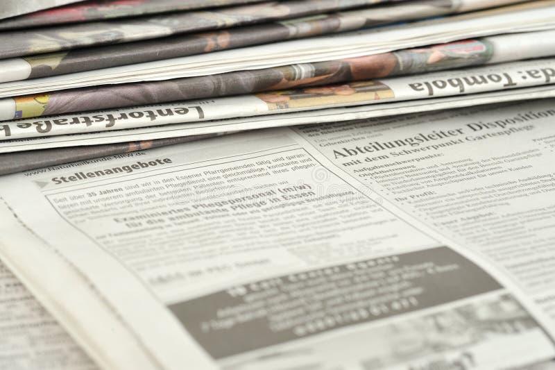 Pile di giornali immagine stock