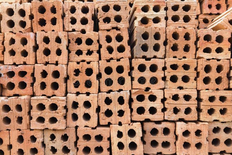 Pile di mattoni duri della costruzione immagini stock