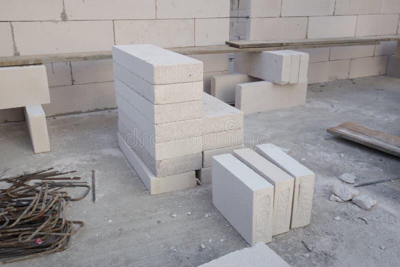 Pile du bloc de béton léger blanc, bloc de béton de mousse image libre de droits