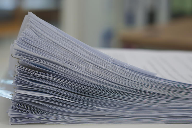 Pile du document de données dans le bureau photo stock