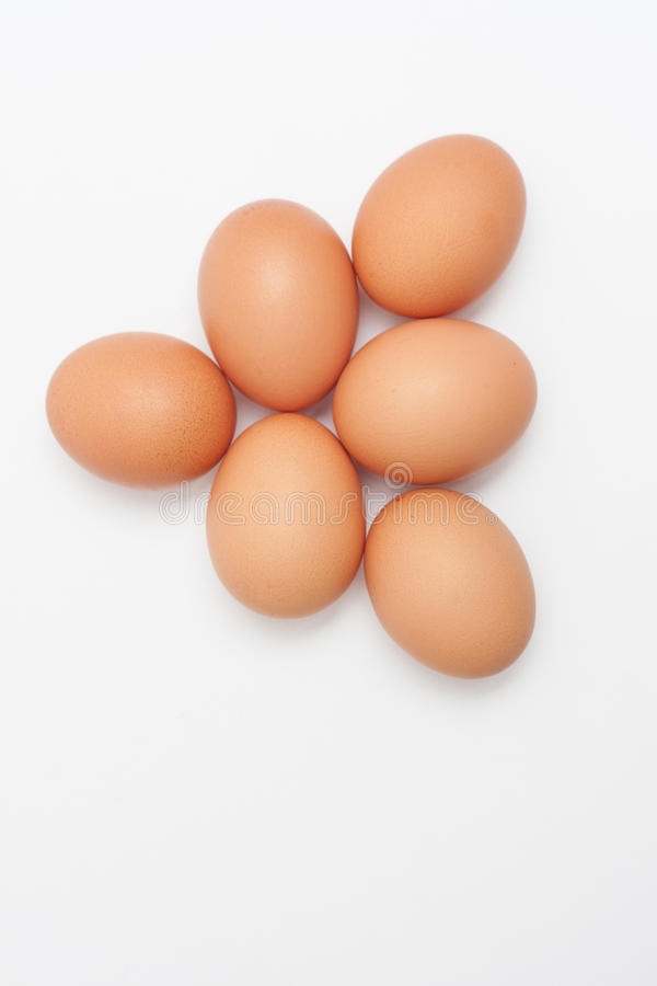 Pile formée par pyramide d'oeufs de poulet images libres de droits