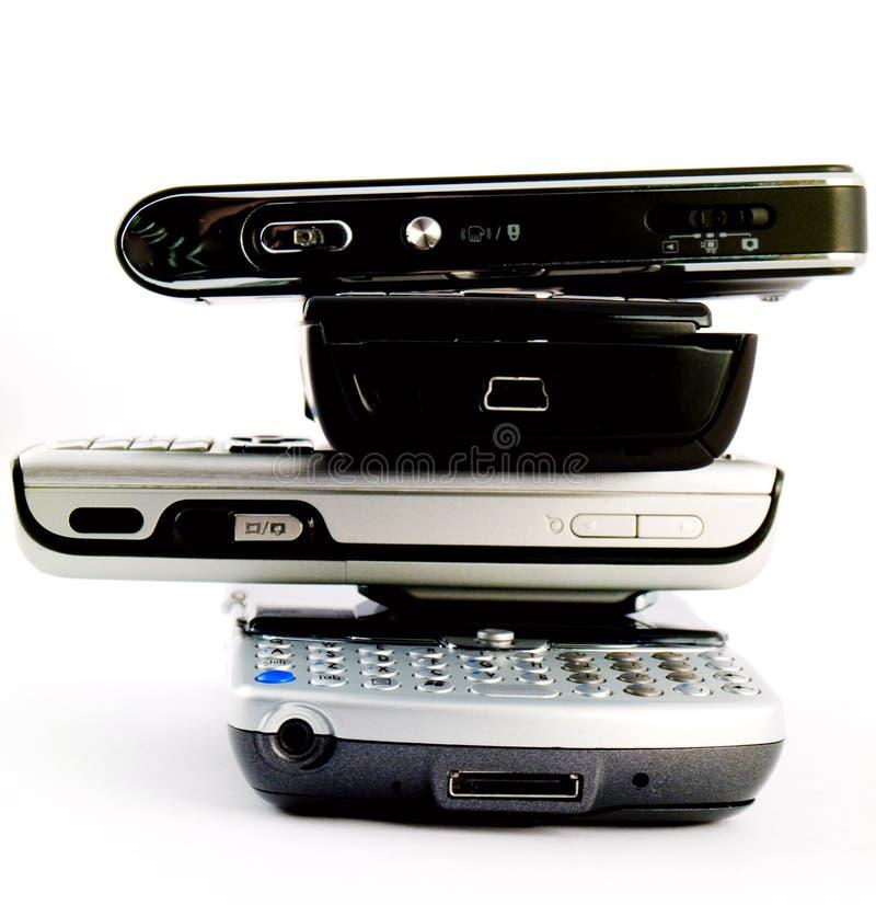 Pile grande de pile de 4 téléphones portables modernes photos stock