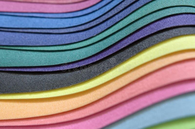 Pile multicolore de tissu photographie stock libre de droits