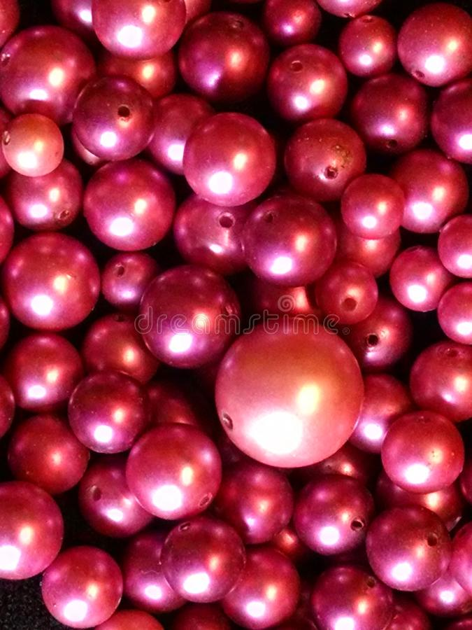 Free Pile Of Magenta Pearl Beads Royalty Free Stock Photos - 113986018