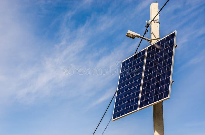 Pile solaire sur le pilier photographie stock libre de droits