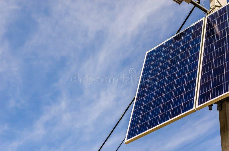 Pile solaire sur le pilier photos libres de droits
