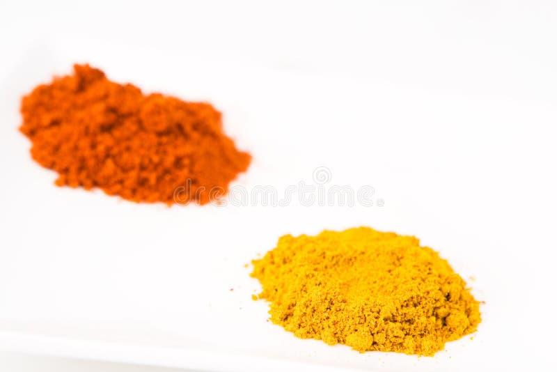 Piles colorées du cari et du paprika (1) photos stock
