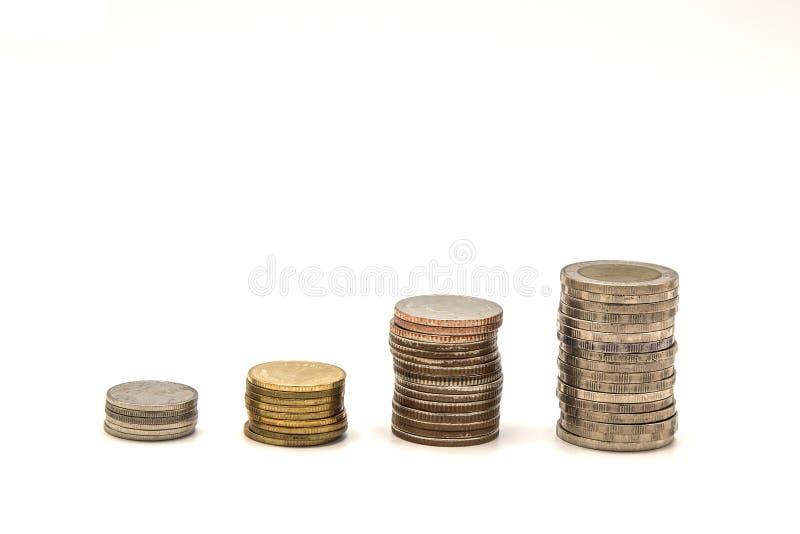 Piles de baht de la Thaïlande de pièces de monnaie, financières, concept croissant d'argent, photo stock