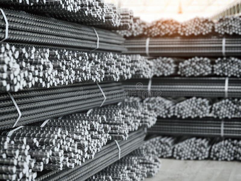 Piles de barres de renfort Produits métalliques à l'usine métallurgique illustration stock