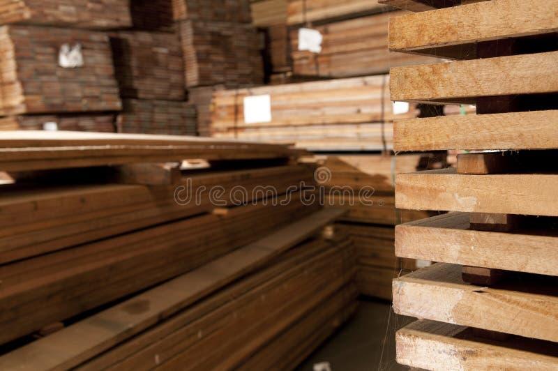 Piles de bois dur photographie stock libre de droits