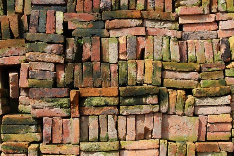 Piles de briques Nepali bien disposées dans Bhaktapur photographie stock