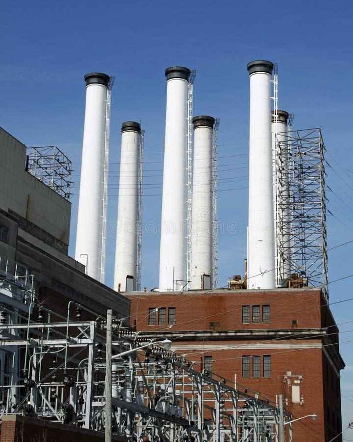 Download Piles de centrale image stock. Image du blanc, industriel - 8653763