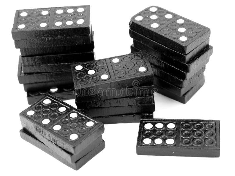 Piles de domino, tuiles en bois noires photographie stock libre de droits