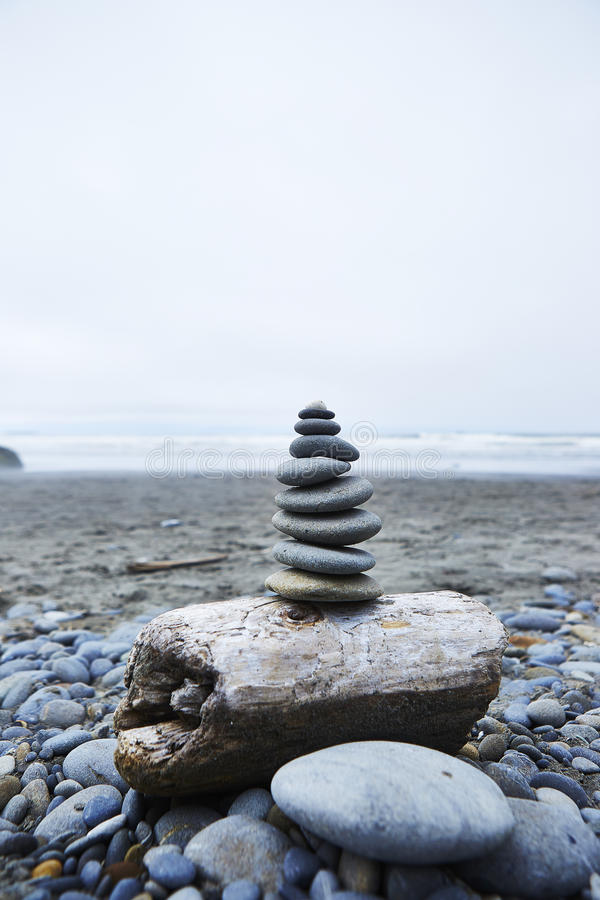 Piles de pierre de zen - Ruby Beach, Washington photos libres de droits