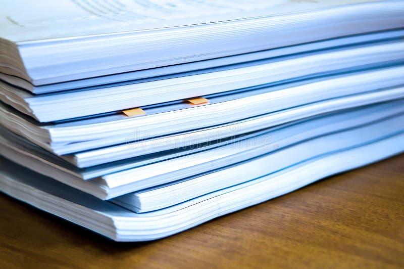 Piles des documents photographie stock