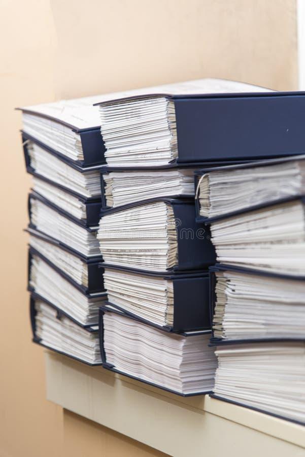 Piles documents de bureau photos libres de droits
