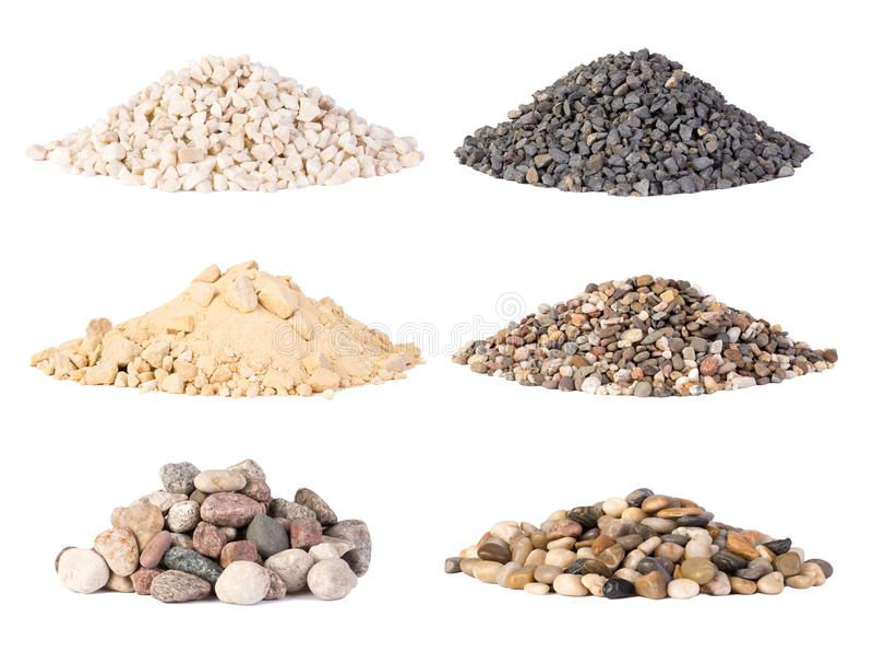 Piles du diverses gravier, pierres et des cailloux d'isolement photos stock