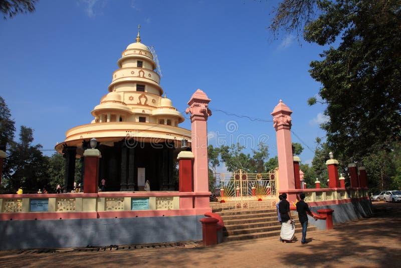 Pilger besuchen das Grab von Sree Narayana Guru stockfotos
