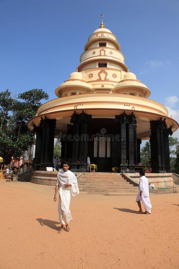 Pilger besuchen das Grab von Sree Narayana Guru stockfotografie