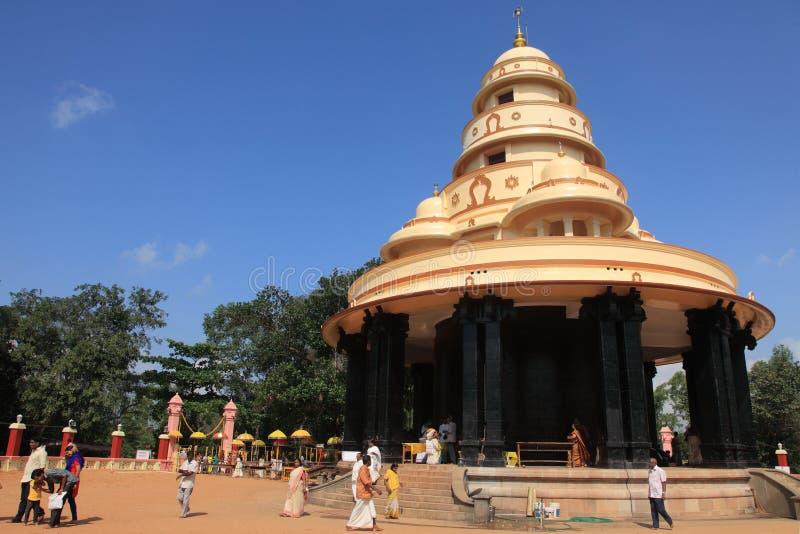 Pilger besuchen das Grab von Sree Narayana Guru lizenzfreie stockfotos