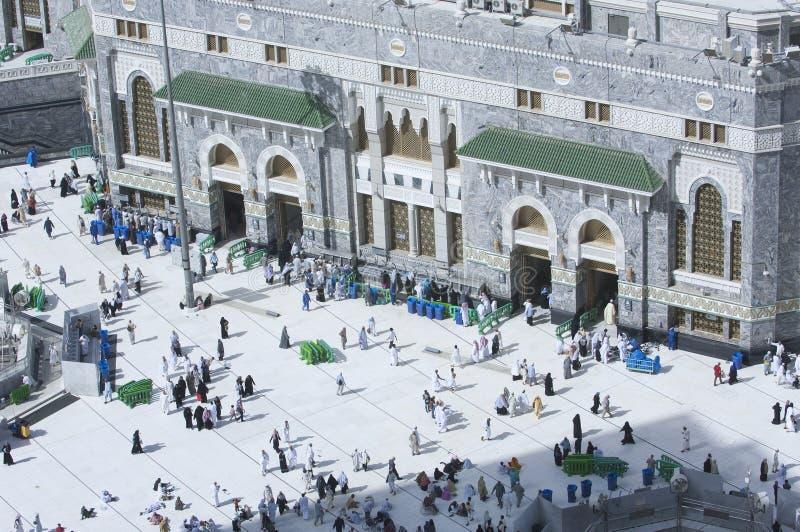 Pilger am Tor von Al Haram von Al Kaaba stockfotografie