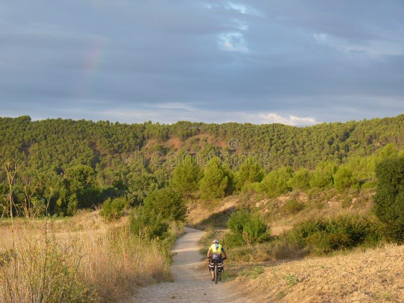 Pilger währenddessen von St James Radfahrer auf Camino De Santiago lizenzfreies stockbild