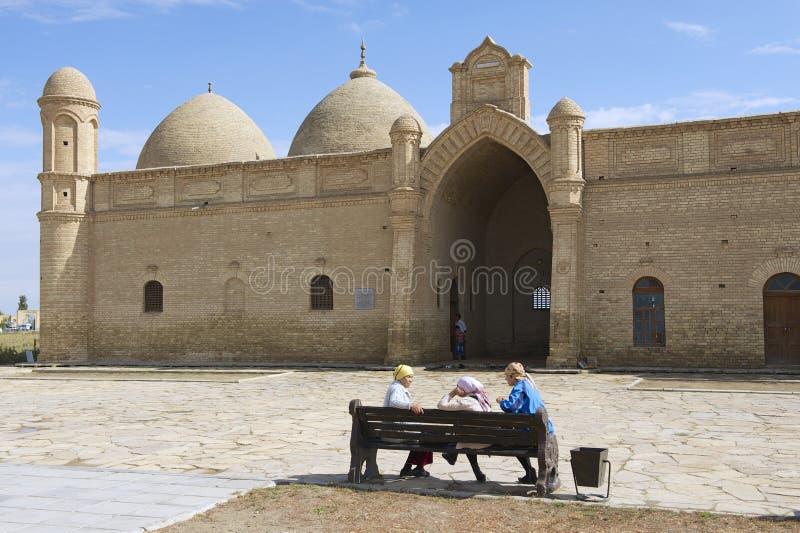 Pilgerbesuch Arystan Bab Mausoleum circa Otrartobe, Kasachstan lizenzfreie stockbilder