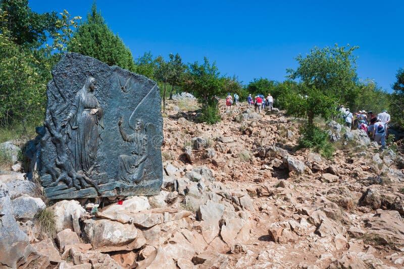 Pilgerbesuch Erscheinungs-Hügel in Medjugorje, Bosnien und Herzegowina lizenzfreies stockbild