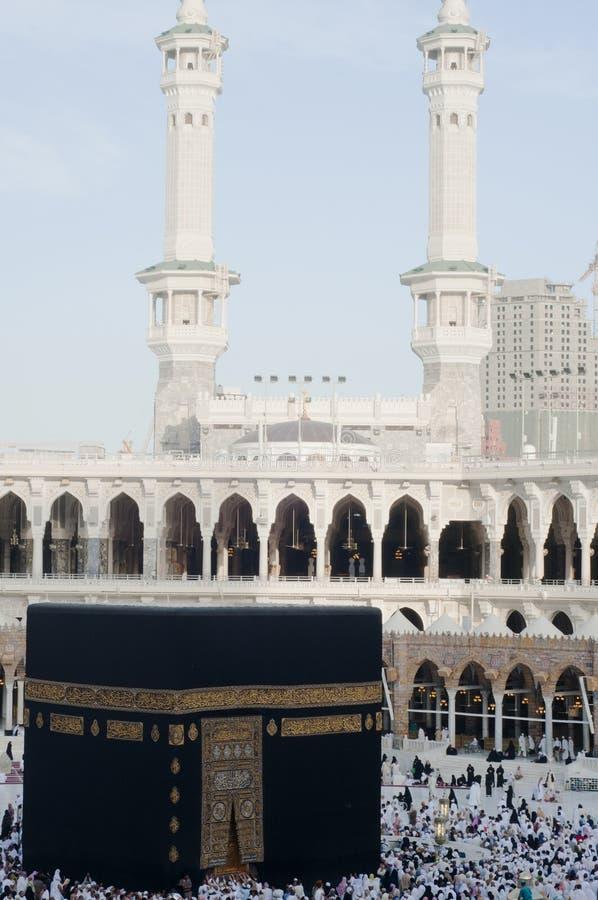 Pilgerer circumambulate das Kaaba stockfoto