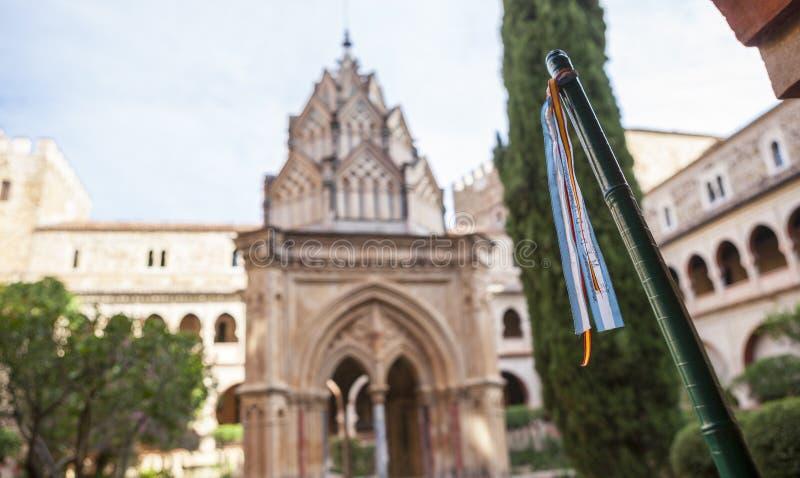 Pilgerspazierstock am Mudejar Kloster von Guadalupe Monastery lizenzfreie stockfotos