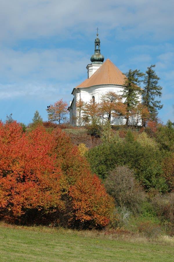 Pilgrimsfärdkyrkan på kullen av Uhlirsky vrch nära Bruntal royaltyfri bild
