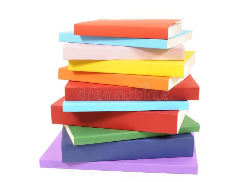 Pilha bagunçado de livros de bolso coloridos imagem de stock royalty free