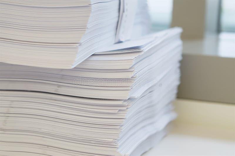 Pilha da folha dos Livros Brancos imagens de stock royalty free