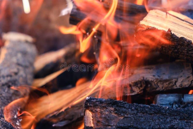 Pilha da madeira cortada para a chaminé fotos de stock royalty free