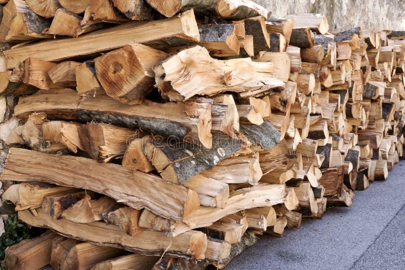 Pilha da madeira desbastada do fogo fotografia de stock