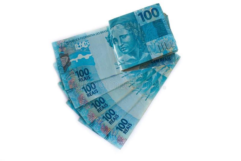 Pilha da moeda do brasileiro 100 100 reais imagem de stock