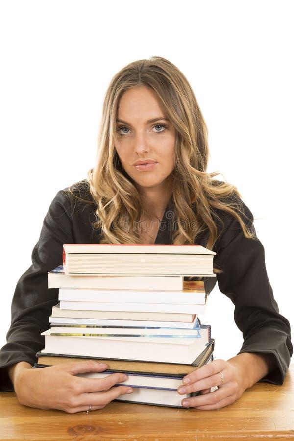 Pilha da posse da menina da escola de livros sérios imagens de stock royalty free