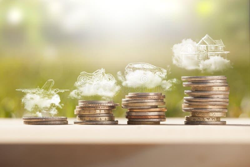 Pilha das moedas do dinheiro das economias fotografia de stock royalty free
